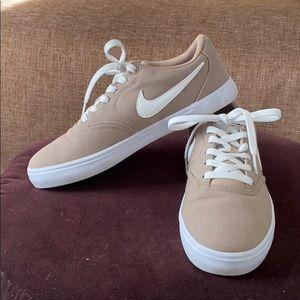 Nike tan/khaki canvas SB Solarsof sneakers 8.5